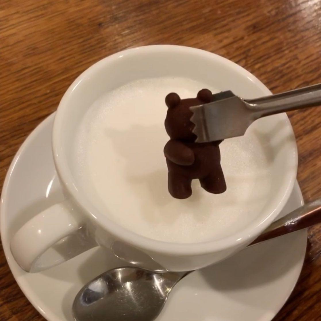 顔つかみ️こんにちは^_^FIKACOFFEEエリカです!くまチョコミルクは顔面つかむとくまちゃんの可愛いお顔が‥ぜひお腹をつかんでくださいませ♡さて今日も18時閉店でございますFIKA COFFEE(フィーカ コーヒー)福岡県福岡市博多区下川端町3-1 博多リバレイン1FTEL0922926601営業時間→平日9:00〜20:00  土日祝9:00〜18:00店休日→不定休(早く閉めたり休んだりすることもあります。お許しください)#cafe#coffee#fika#fikacoffee#福岡#福岡グルメ#福岡カフェ#博多#博多カフェ#中洲#博多座#福岡アジア美術館#クッキー#cookie#くまチョコミルク#ランチ#ティラミス#フレンチトースト#ummp#うむぷ