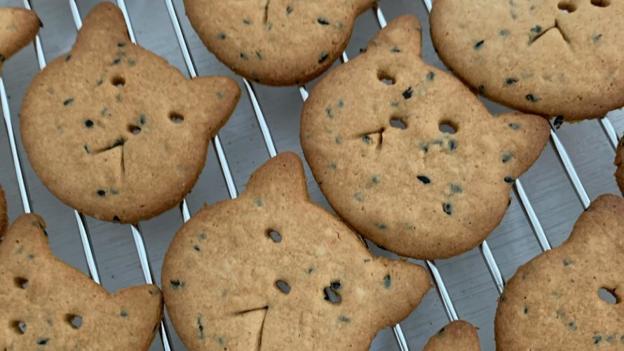 ごま子クッキー焼いてます♪