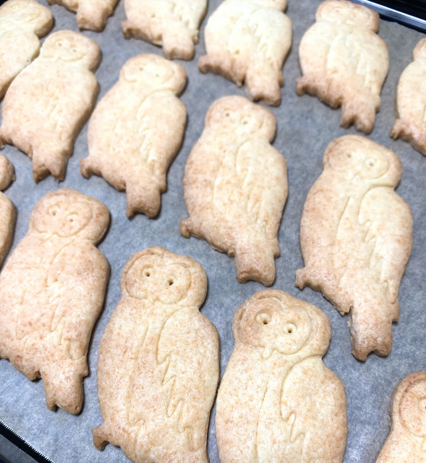 森のふくぞうクッキーこんにちはFIKACOFFEEエリカです☆ただ今ランチやってまーす今日はエビと野菜のグリーンカレーと温玉のせカルボナーラだよーー️️クッキーは今回4種焼いてます😙★森のふくぞうクッキー★ツトムのココナッツクッキー★山本マルオクッキー★茶ぐまクッキーです(o^^o)緊急事態宣言中は平日土日祝日ともに18時閉店ですFIKA COFFEE(フィーカ コーヒー)福岡県福岡市博多区下川端町3-1 博多リバレイン1FTEL0922926601営業時間→平日9:00〜20:00  土日祝9:00〜18:00店休日→不定休(早く閉めたり休んだりすることもあります。お許しください)#cafe#coffee#fika#fikacoffee#福岡#福岡グルメ#福岡カフェ#博多#博多カフェ#中洲#博多座#福岡アジア美術館#クッキー#福岡クッキー#cookie#くまチョコミルク#ランチ#ティラミス#フレンチトースト#ummp#うむぷ#あふれる想い#赤毛のマチコ