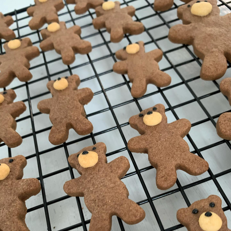 今日はクッキー焼いてます^ - ^こんにちはFIKACOFFEEエリカです今日は久しぶりにクッキー焼いてますゆえ明日から店頭並びます(o^^o)そして今日から3月(^ー^)平日は9:00〜20:00に営業時間戻ってます( ̄∇ ̄)がお店の状況によっては早めに閉めることもありますのでご了承くださいませーーFIKA COFFEE(フィーカ コーヒー)福岡県福岡市博多区下川端町3-1 博多リバレイン1FTEL0922926601営業時間→平日9:00〜20:00  土日祝9:00〜18:00店休日→不定休(早く閉めたり休んだりすることもあります。お許しください)#cafe#coffee#fika#fikacoffee#福岡#福岡グルメ#福岡カフェ#博多#博多カフェ#中洲#博多座#福岡アジア美術館#クッキー#cookie#くまチョコミルク#ランチ#ティラミス#フレンチトースト#ummp#うむぷ#赤毛のマチコ