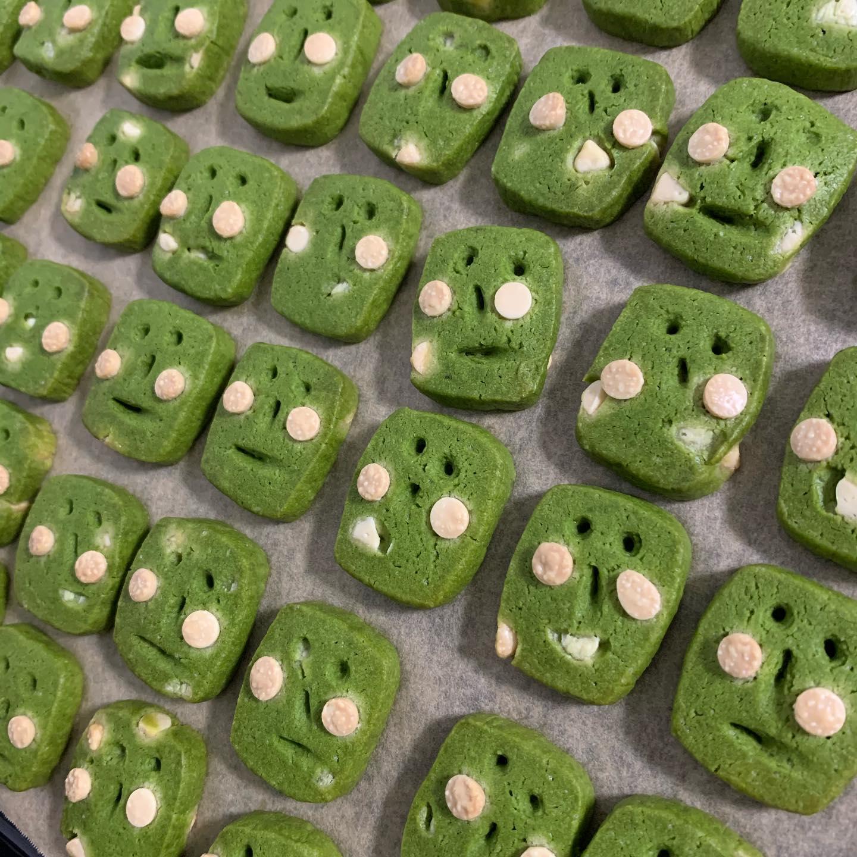 八女しげるありますおはようございます^_^FIKACOFFEEエリカです!八女の星野製茶園さんの抹茶を使った八女しげるクッキーありますー!スノーボール2種は完売してます次たくさん作りまするーーー️今日と明日は18時閉店ですわーFIKA COFFEE(フィーカ コーヒー)福岡県福岡市博多区下川端町3-1 博多リバレイン1FTEL0922926601営業時間→平日9:00〜20:00  土日祝9:00〜18:00店休日→不定休(早く閉めたり休んだりすることもあります)#cafe#coffee#fika#fikacoffee#福岡#福岡グルメ#福岡カフェ#博多#博多カフェ#中洲#博多座#福岡アジア美術館#クッキー#福岡クッキー#cookie#くまチョコミルク#ランチ#ティラミス#フレンチトースト#ummp#うむぷ#あふれる想い#赤毛のマチコ
